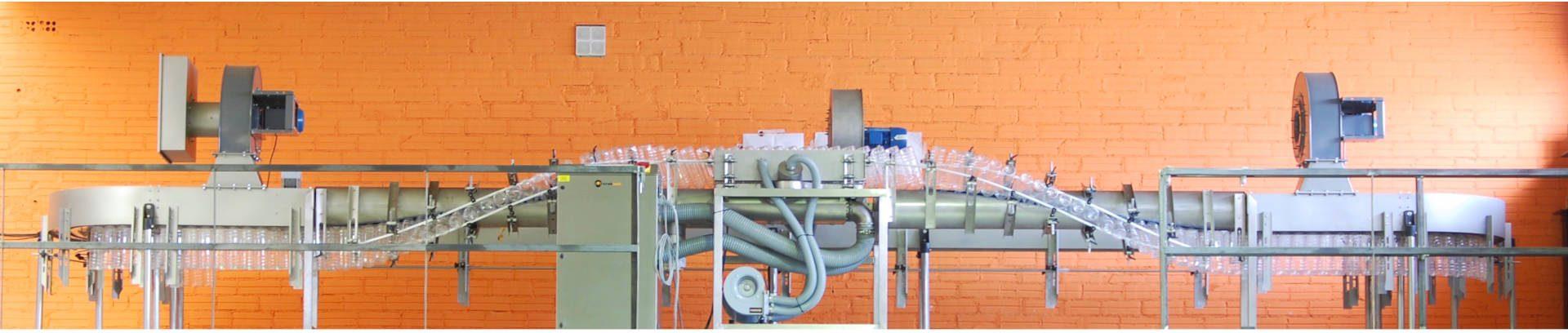 Vista completa de la máquina Enjuagadora Twist Rinser de Traktech para limpieza de envases de PET
