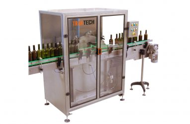 Glass bottles in the rotary rinser machine from Traktech